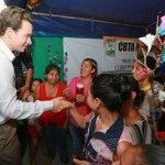 Manuel Velasco Coello & people of Ciudad Hidalgo