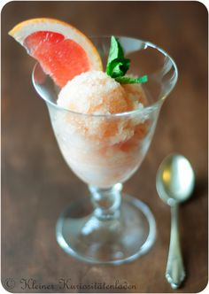 Pretty in Pink - Grapefruit-Sorbet ++ Sorbet, Parfait, Pretty In Pink, Ice Ice Baby, Nice Cream, Pink Grapefruit, Cocktail Drinks, Cocktails, Treats