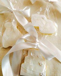 cookies wedding style (bride, wedding cake, love). favor for your guests or candy bar biscotti a tema matrimonio, con cuori, torta nuziale e abito da sposa, come segnaposto o per il buffet di dolci