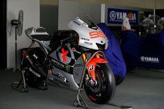 jorge lorenzo . 2013 motogp yamaha M1 . yamaha factory racing