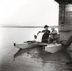 Image 6 of 7 from gallery of 14 Facts You Didn't Know About Le Corbusier. Le Corbusier and Pierre Jeanneret relaxing on the Shukna Lake on a pedal boat manufactured by Pierre Jeanneret, c. Photo by Sureh Sharma. Pierre Jeanneret, Le Corbusier, Eero Saarinen, Alvar Aalto, Architecture Board, Modern Architecture, Architecture Quotes, Rue De Sevres, Small Buildings