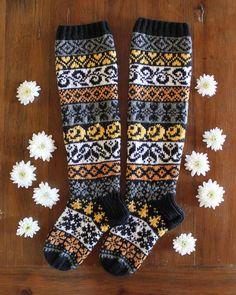 Tällä helteellä villasukkakuva tuntuu hassulta, mutta kun nämä on niin nätit. 🌞 Anopin äitienpäiväsukat lämmittää kyllä helteiden… Wool Socks, Knitting Socks, Designer Socks, Handicraft, Mittens, Weaving, Crochet, Instagram, Fashion