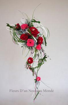 Bouquet de mariée Fleurs d'un nouveau monde - Modèle LibelluleBouquet tombant tons rouges© Fleurs d'un nouveau monde