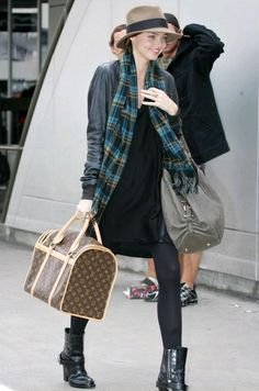 Rate or Slate: Miranda Kerr Airport-Chic? Airport Chic, Airport Style, I Love Fashion, Winter Fashion, Travel Chic, Travel Style, Miranda Kerr Style, Style Scrapbook, The Brunette