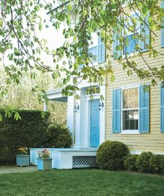 Cindy Sherman's 1840s Greek Revival home in Sag Harbor. Cottages & Gardens.