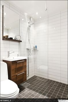 bathroom towel ideas is definitely important for your home. Whether you pick the bathroom remodel tips or wayfair bathroom, you will make the best bathroom remodeling ideas for your own life. Lake House Bathroom, Laundry In Bathroom, Downstairs Bathroom, Small Bathroom Inspiration, Bad Inspiration, Tiny Bathrooms, Amazing Bathrooms, Toilet Plan, Modern Farmhouse Bathroom