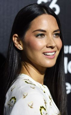 Olivia Munn's Best Hairstyles for Long Necks, How to style Top 25 Best Haircuts for Long Necks and Round Faces, Difference between long and oval face, high neck celebrity dresses and street styles.