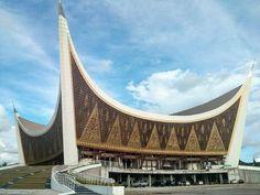Mesjid Raya Sumatera Barat Padang Mosque Architecture, Concept Architecture, Futuristic Architecture, School Architecture, Islamic Motifs, Islamic Art, Beautiful Mosques, Beautiful Places, Minangkabau