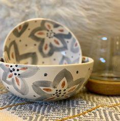 Pottery Painting, Ceramic Painting, Paint Designs, Mug Designs, Arte Popular, Hand Painted Ceramics, Dishes, Tableware, Inspiration