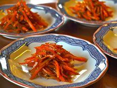 carrot kimpira Vegan Gluten Free, Vegan Vegetarian, Dairy Free, Vegetarian Recipes, Easy Japanese Recipes, Japanese Food, Red Chilli, Vegetable Dishes, Cooking Classes