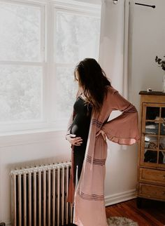 Home + Garden Maternity Photos in NYC – Inspired By This Haus + Garten Mutterschaft Fotos in NYC – davon inspiriert Maternity Session, Maternity Pictures, Maternity Photography, Maternity Styles, Pregnancy Outfits, Pregnancy Photos, Pregnancy Info, Baby Pregnancy, Baby Newborn