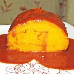 Torta de cenoura em calda de chocolate