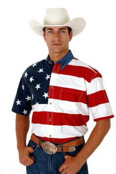Show Your American Pride The Roper Mens American Flag Short Sleeve Shirt will proudly display your American pride. This stylish button frontshirt includes a denim Western Outfits, Western Shirts, American Flag Shorts, Blue Costumes, Stylish Shirts, Patriotic Shirts, Printed Denim, Flag Shirt, Denim Button Down