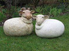 Sheep sculptures by Bebe Bird