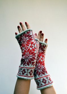 Nordic Fingerless Gloves - Wool Gray Red Fingerless Gloves - Scandinavian Gloves with Stars - Chritmas Gift - Black Friday Deals nO 132.