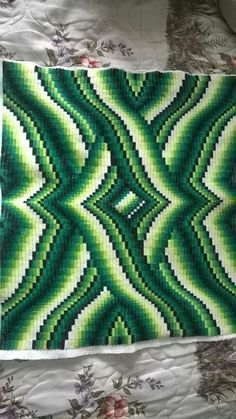 Barguello florentino (terminado) Bargello Quilt Patterns, Bargello Needlepoint, Bargello Quilts, Needlepoint Stitches, Afghan Crochet Patterns, Embroidery Stitches, Needlework, Broderie Bargello, Solar System Crafts