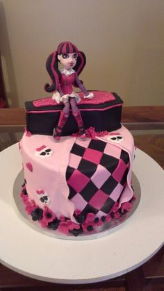 Draculaura cake Party Ideas, Cakes, Desserts, Food, Caves, Tailgate Desserts, Meal, Fete Ideas, Cake