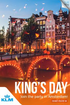 Thinking about Kingsday in Amsterdam always makes me smile spontaneously. It's the festival in Amsterdam's annual calendar of events. Amsterdam Canals, Kings Day, Ends Of The Earth, Europe Travel Guide, Event Calendar, Sweet Style, Blog, Air Travel, Cool Places To Visit