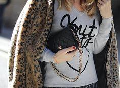 LEOPARD STORIES | KNIT BEATS - Mes Voyages à Paris Spanish fashion blogger Mónica Sors Mes Voyages à Paris winter street style Chanel WOC Chanel Wallet on Chain bag blogger