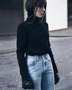 #moodoftheday ⚡️ @harisfarsarakis Black Jeans Women, Blue Jean Outfits, Mood Of The Day, Cosy Winter, Love Fashion, Womens Fashion, High Waist Jeans, Street Style Women, What To Wear