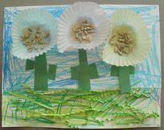 Little Stars Learning: Cupcake Liner Garden Theme Craft Preschool Garden, Preschool Arts And Crafts, Kids Crafts, Cupcake Liner Flowers, Cupcake Liners, Parts Of A Flower, Parts Of A Plant, Seed Activities For Kids, Preschool Activities