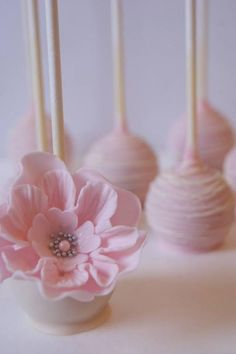 Elegant Pink Flower Cake Pops Very pretty baby pink On beautiful cake pictures /ro Cake Truffles, Cake Cookies, Cupcake Cakes, Mini Cakes, Beautiful Cake Pictures, Beautiful Cakes, Wedding Cake Pops, Wedding Cakes, Pretty Cakes