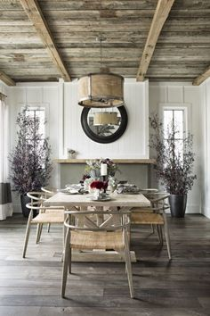 love this farmhouse dining room, check that ceiling and floor