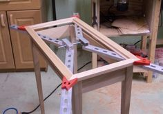 A very well built jig for framing and face frames for cabinets. Made with readily available aluminum pieces.
