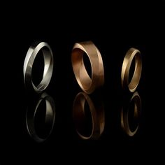 Wedding season is on its way and we have some new ring options, including these Mobius bands. They have a gentle twisting feature which encircles the ring. ⠀ #topology #mobiusstrip #weddingband #weddingring #platinum #rosegold #whitegold #yellowgold
