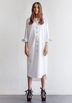 If you are searching for something which shouts summer, you can't go wrong with Shirtdresses. This outfits are enjoyable, yet elegant. So, now you're excited and prepared to select best white shirtdresses as we present here. Minimal Outfit, Minimal Fashion, White Fashion, Love Fashion, Womens Fashion, Spring Fashion, Minimale Kleidung, Sparkly Outfits, Fashion Designer