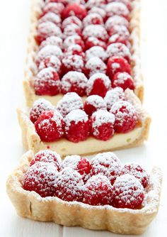 Cheesecake Tarte mit frischen Himbeeren * Cheesecake tart with fresh raspberries recipe from Just Desserts, Delicious Desserts, Dessert Recipes, Yummy Food, Tasty, Fruit Tart Recipes, Desserts With Raspberries, Rasberry Desserts, Dessert Tarts