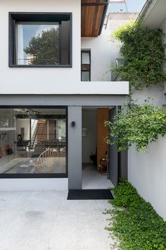 Minimal House Design, Modern Small House Design, Modern Minimalist House, Minimal Home, Simple House Design, Narrow House Designs, House Construction Plan, 2 Storey House Design, Townhouse Designs
