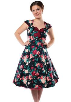 Isabella Winter Floral, 50's mekko https://www.misswindyshop.com #vintagestyle #dress #floral #black #fifties #petticoat #sweetheartneckline