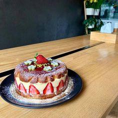 Ubikubi (@ubikubi) • Instagram photos and videos Bucharest, Interior Inspiration, Videos, Cake, Ethnic Recipes, Desserts, Photos, Instagram, Food