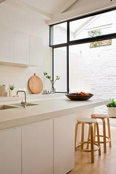 clean white kitchen by interior designer susie cohen New Kitchen, Kitchen Interior, Kitchen Decor, Minimal Kitchen, Kitchen White, Kitchen Wood, Kitchen Island, Kitchen Ideas, Minimalistic Kitchen