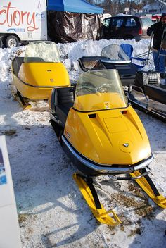 Johnson Ski Doo with matching Ski Boose -- Vintage Snowmobiles at Tip-Up Town, Houghton Lake, MI Snow Vehicles, Hors Route, Houghton Lake, Vintage Sled, Snow Machine, Snow Girl, Snow Fun, Old Tractors, Hot Rod Trucks
