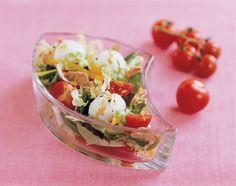Les mozzarelline sont des petites mozzarelle (meilleures si « di bufala ») au format des tomates cerises. Dans la recette qui suit, elles se marient à merveille avec le thon et la chicorée. Retrouvez les instructions ci-dessous. => http://www.gusto-arte.fr/recettes/mozzarelline-chicoree-et-thon/