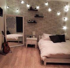 Varal de Luz fica lindo em qualquer espaço, simplesmente lindo. Vejam que quarto aconchegante. Você monta o seu aqui na Ner. -----------------#lastpic #cute #love #colors #sweet #like4like #instapic #light #arquitetura #architeture #design #project #illumination #iluminacao #loveit #VempraNer #lindo #fashion #like #goodnight #sleep #smile #beauty #instalike #instafollow #followme #nercasadeluz #bed