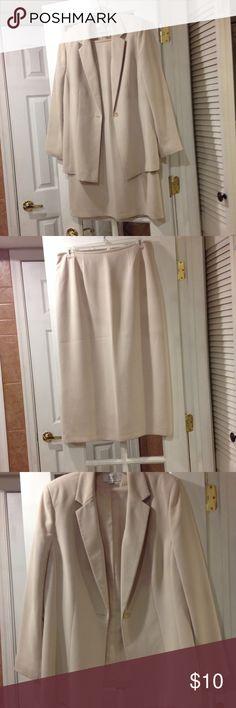 Size 16 LeSuit skirt suit good  condition Size 16 LeSuit long skirt and jacket suit very good condition LeSuit Jackets & Coats