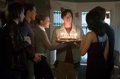 This Week's 'Riverdale' is the Best One of All Cast Says: Photo Riverdale, episode 10 (The Lost Weekend), which airs this Thursday (April is the best one of the season, according to cast members. There are certain things… Riverdale Season 1, Riverdale 2017, Riverdale Quiz, Riverdale Memes, Betty Cooper, Lili Reinhart, Verona, Mafia, Best Tv
