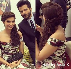 Sonam et Anil Kapoor Loose Hairstyles, Indian Hairstyles, Girl Hairstyles, Wedding Hairstyles, Kareena Kapoor Hairstyles, Sonam Kapoor, Simple Elegant Hairstyles, Celebrity Look, Diva Fashion