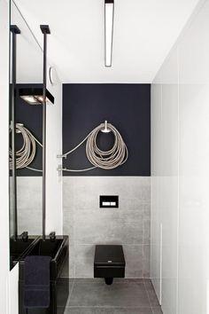 salle de bain avec toilette: wc carré suspendu noir Idée de salle-de-bains petite mais design