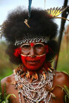 ISN`T HE COOL? - VOOR MIJ - BODY ART - VAN DE HOOGSTE PLANK = Papua New Guinea Man