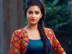 Keerthy Suresh will be playing the role of a doctor in REMO movie. Sivakarthikeyan & Keerthy Suresh starring REMO movie is directed by Bhagyaraj Kannan. Stylish Dress Designs, Stylish Dresses, Most Beautiful Indian Actress, Beautiful Actresses, Indian Film Actress, Indian Actresses, Salwar Designs, Blouse Designs, Cute Images