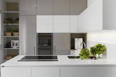 greeploze keuken in wit en grijs