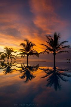 Dawn, Chaosamran Beach, Phetchaburi, Thailand, by Puniest Rojanapo, on 500px.(Trimming)