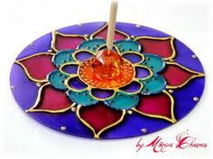 Risultati immagini per mandala feita com cd Old Cd Crafts, Fun Crafts, Diy And Crafts, Crafts For Kids, Arts And Crafts, Recycled Cds, Cd Diy, Glass Painting Designs, Cd Design