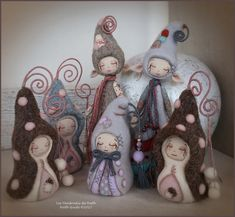Les vendredis de Nath: Mercredi 5 avril 2017 Tiny Dolls, Soft Dolls, Felt Ornaments, Christmas Ornaments, Felt Fairy, Textile Fiber Art, Clothespin Dolls, Creation Couture, Felt Toys