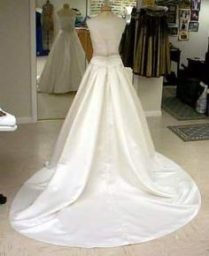 Bustle page with pictures of bustled gowns and how the bustle was engineered. Wedding Dress Types, Wedding Dress Gallery, Elegant Wedding Gowns, Wedding Dress Train, Wedding Gown Bustle, Best Evening Dresses, Oufits Casual, Dress Alterations, Bridal Dresses