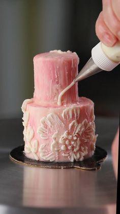 Cake Decorating Frosting, Creative Cake Decorating, Cake Decorating Techniques, Cake Decorating Tutorials, Creative Cakes, Mini Cakes, Cupcake Cakes, Food Cakes, Cake Icing